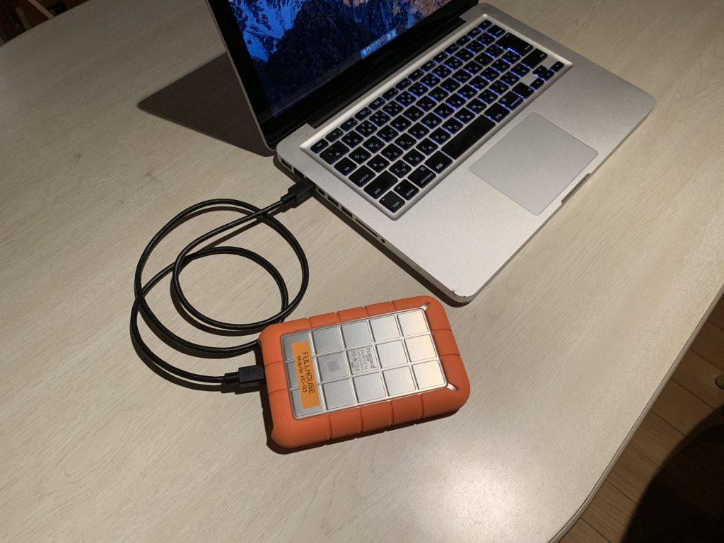 モバイルレコーディング用のMacBookProとLACIEのハードディスク