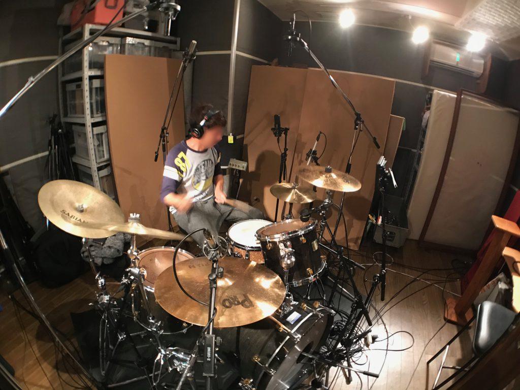 ドラムオーバーヘッドに立てたB&K(DPA)4006