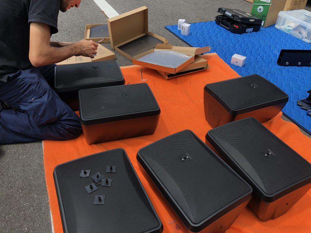 矢田石材店の西尾展示場にて屋外スピーカーをサラウンドで設置する工事