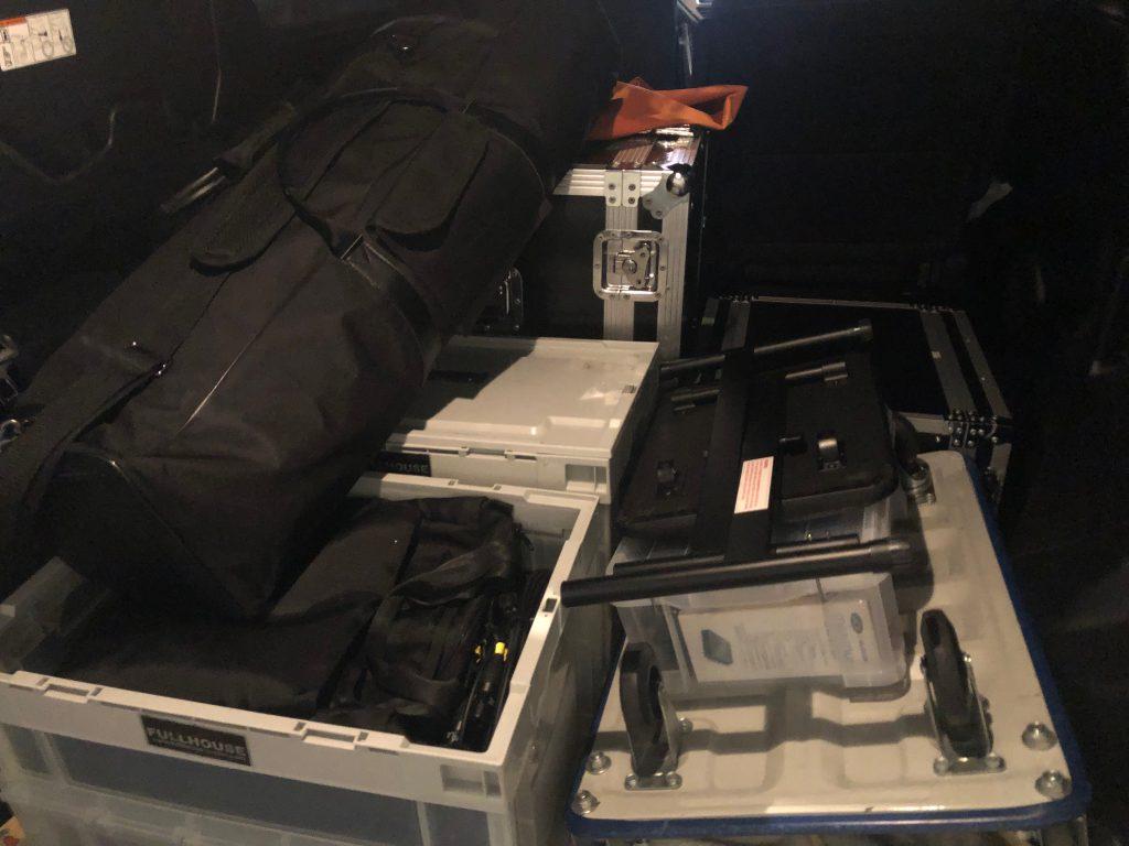 機材車に積み込んだフルハウスのレコーディングシステム