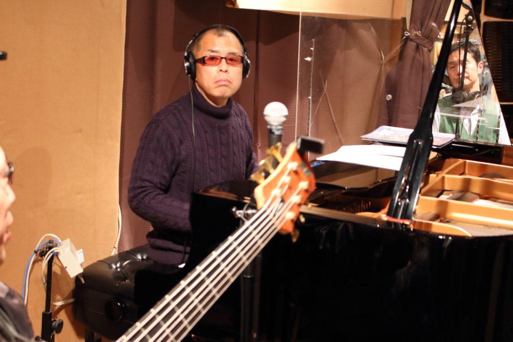 ベースとピアノとサックスが同じ部屋で録音