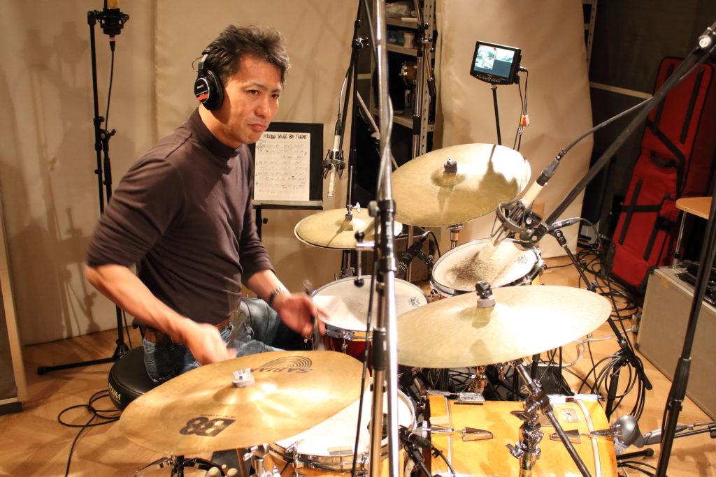 フルハウスでレコーディングするジャズドラマー黒田和良さん