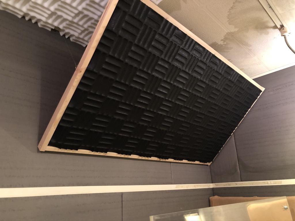 フルハウスに吊ったSONNEXの吸音材