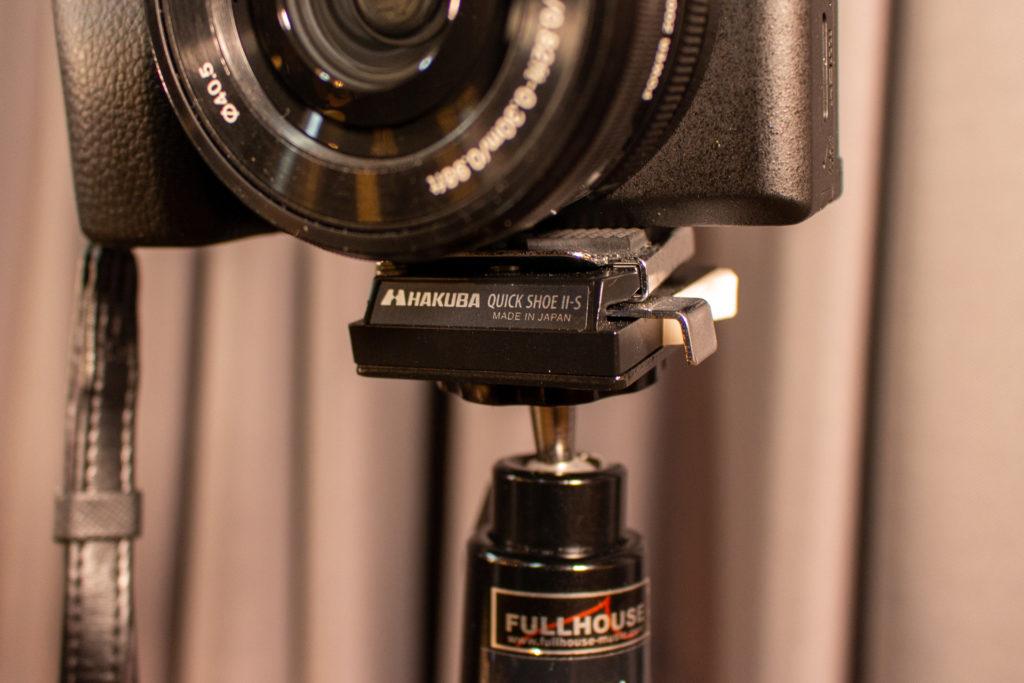 スタジオ「フルハウス」のカメラをHAKUBA社のクイックシューで接続