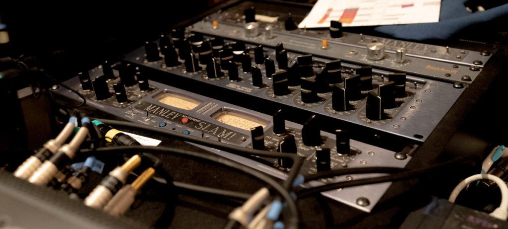 スタジオ「フルハウス」のマスタリングコンソール