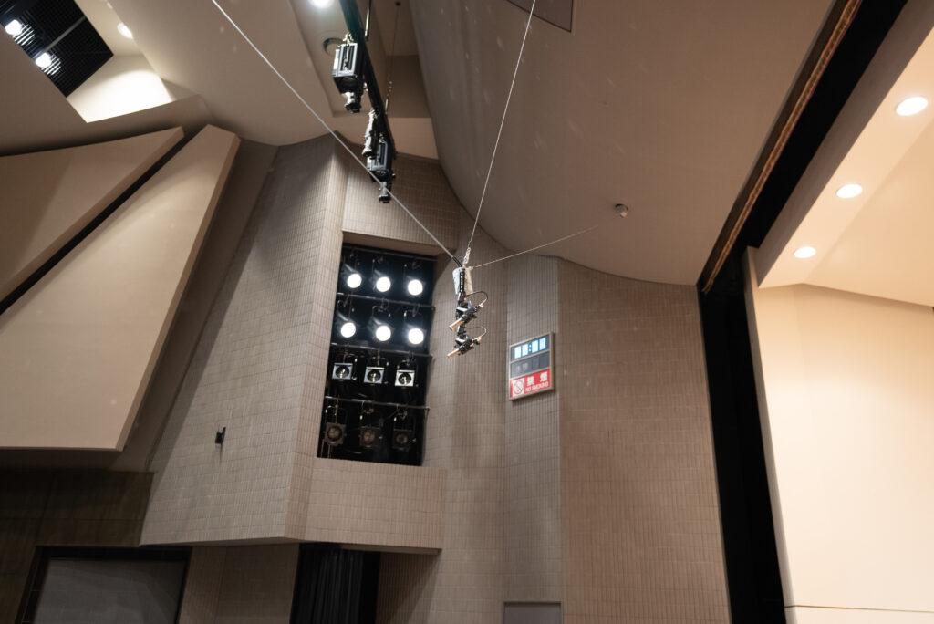舞台正面に高級リボンマイク「ROYER SF121」をステレオで配置
