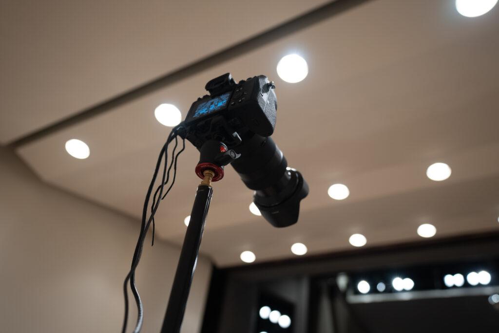 舞台後方にサブカメラでSONY「α7s III」を設置