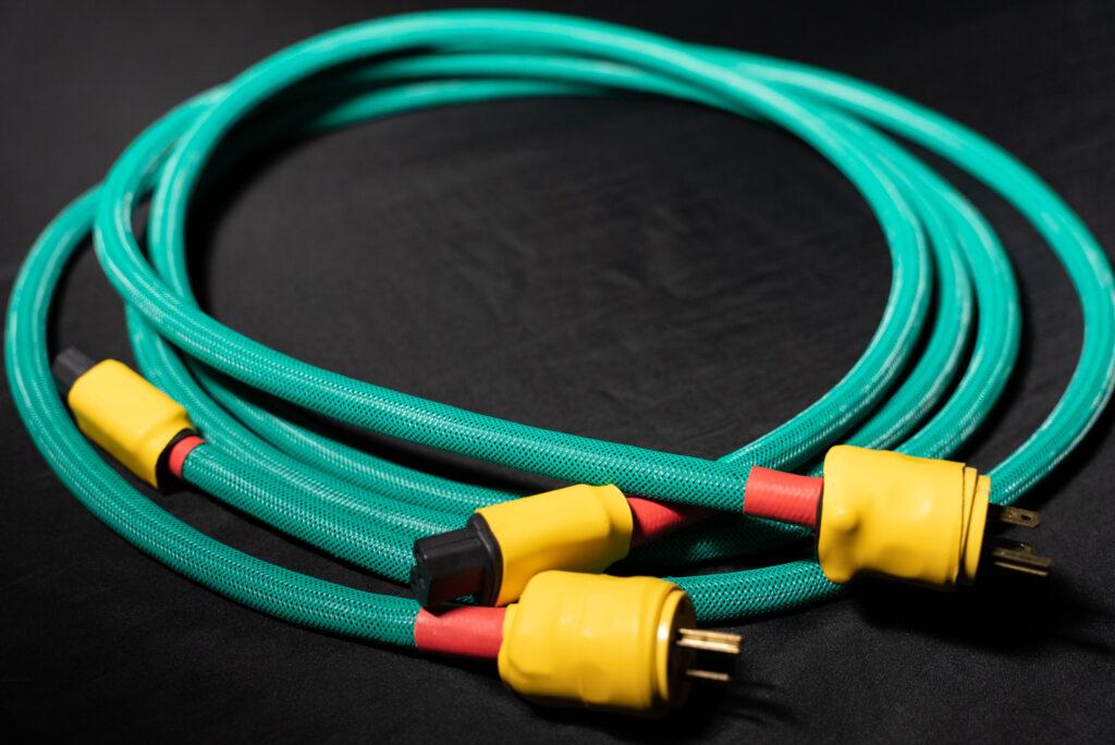 フルハウスで導入した新電源ケーブルの2本の写真